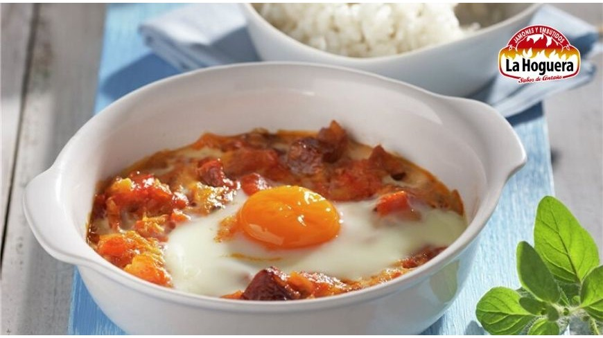 Huevos al plato con chorizo y arroz
